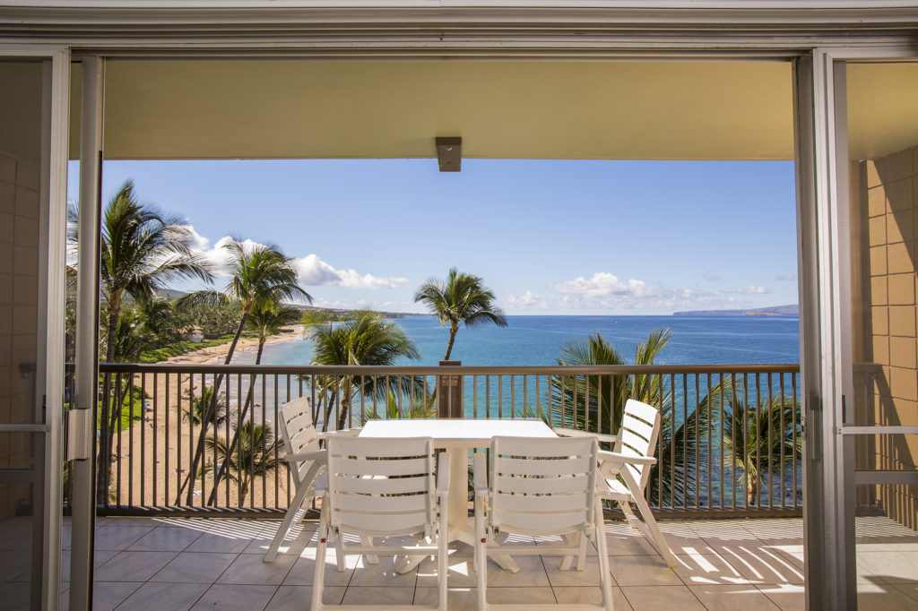 Ocean Front Dining on the Large Lanai